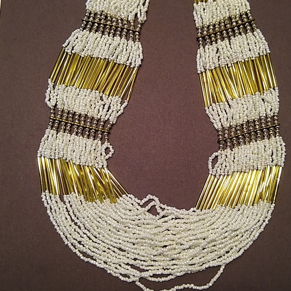 Jewelry - Necklace, White and Gold Glass Beads.